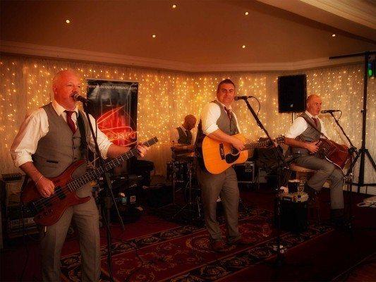 acoustra wedding band